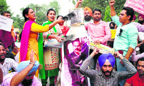 11 days on, teachers hold on  to demands, continue strike