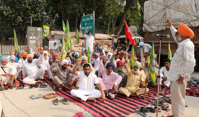 Farmers protest as minor lured, taken away