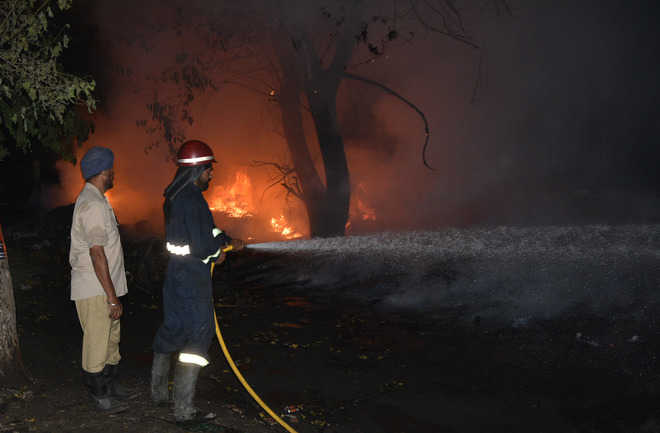 Fire reduces shanties, dhaba on Giaspura road to ashes