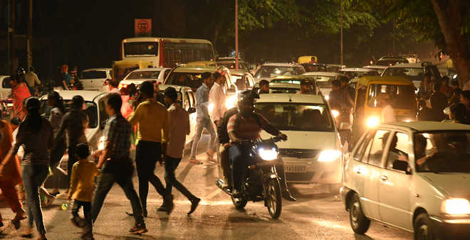 Dasehra rush chokes city roads