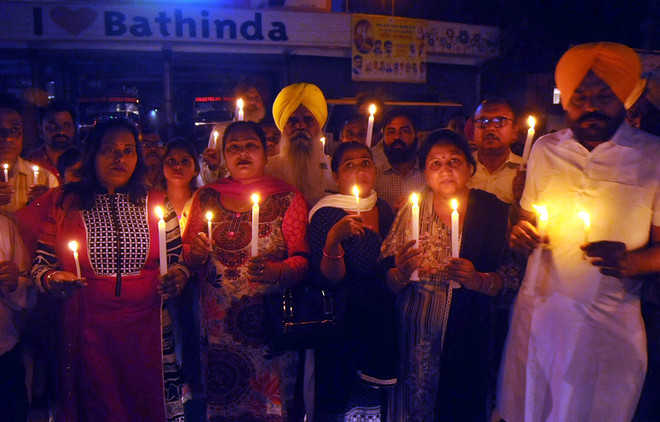 Residents pay tributes to train tragedy victims