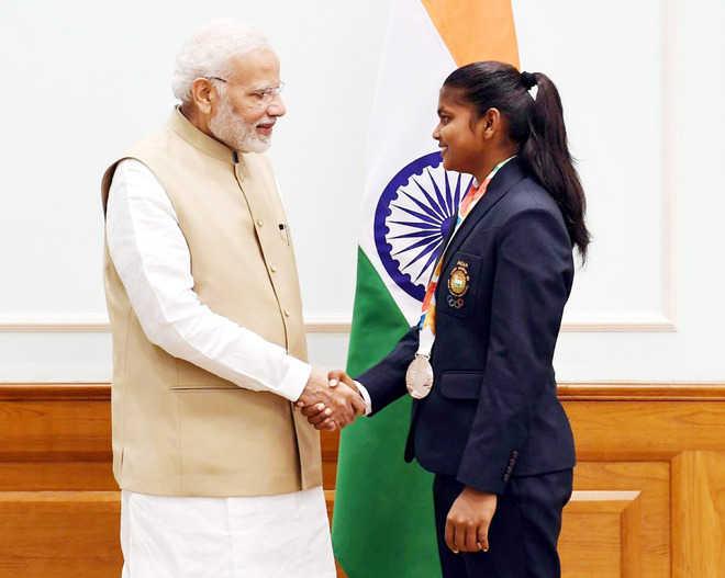 Hockey player from Khalsa College calls on Modi