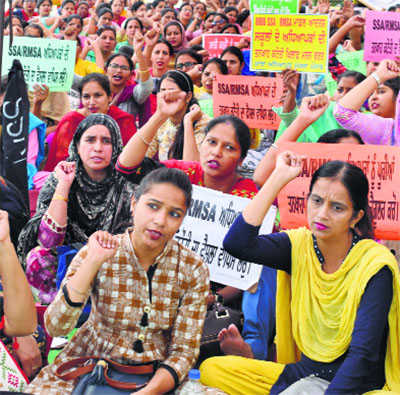 Teachers ready to accept regularisation at Rs 42,800
