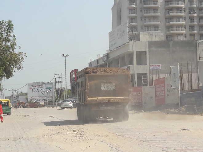 Tippers pose health hazards in Dera Bassi