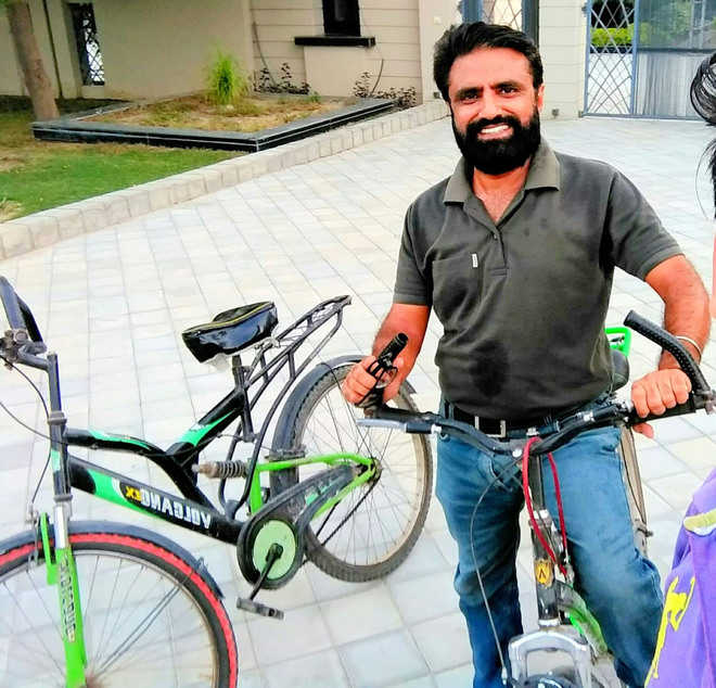 Inspiring others, he pedals his way to good health