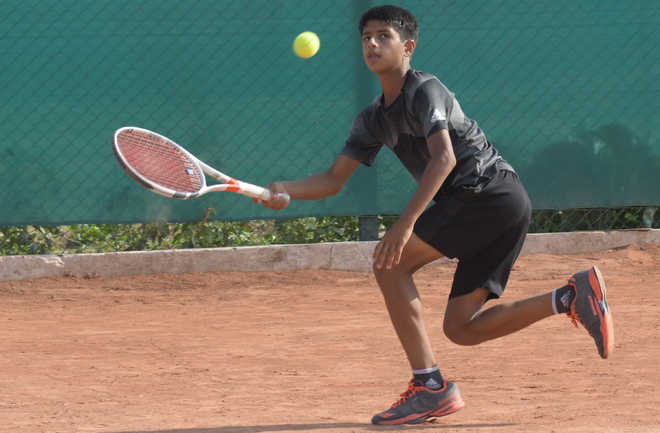 Top seeds ease into quarters