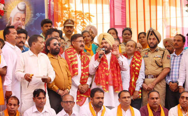 Minister urges people to follow ideals of Valmiki