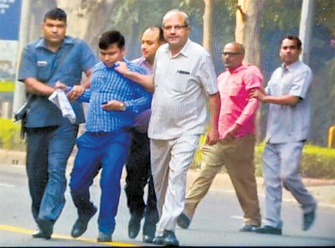 4 IB sleuths caught near Verma house