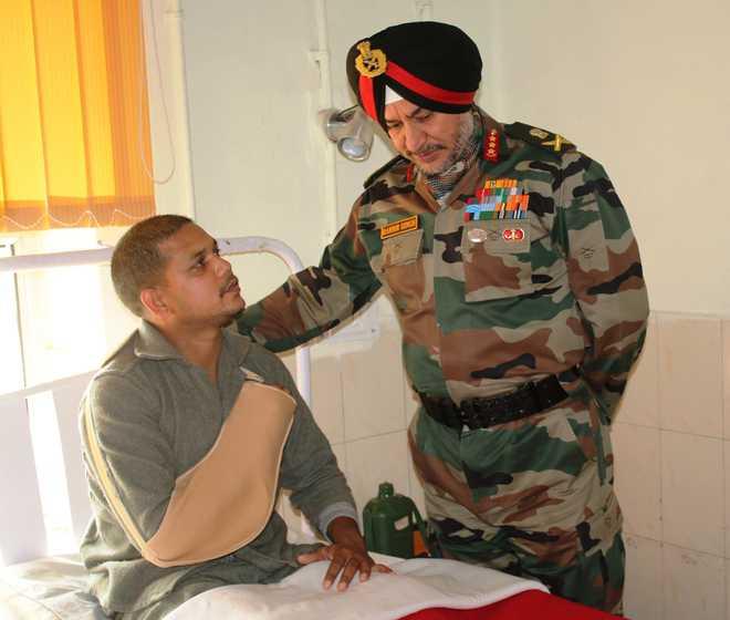 Lt Gen Ranbir Singh reviews Valley security