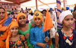 Youngsters reach Bargari in big numbers, serve langar