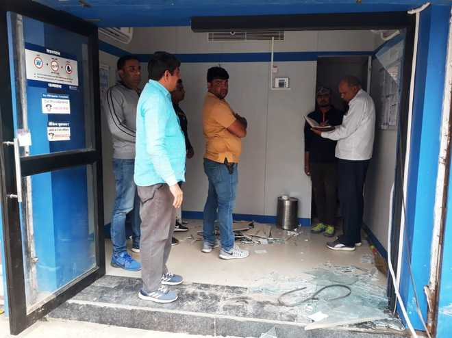 Robbers take away ATM with Rs17 lakh