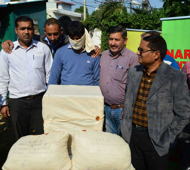 50-kg heroin seized from apple truck in Jammu
