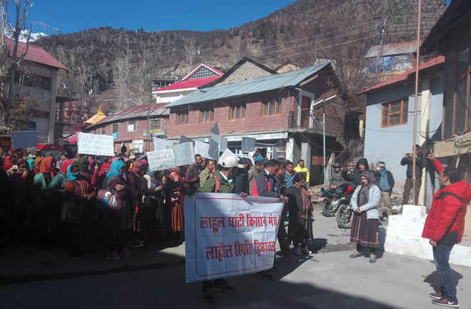 Lahaul farmers protest, seek relief for crop loss