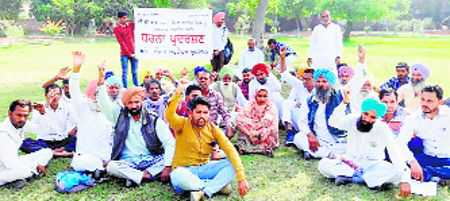 Villagers seek arrest of Cong leader, sons