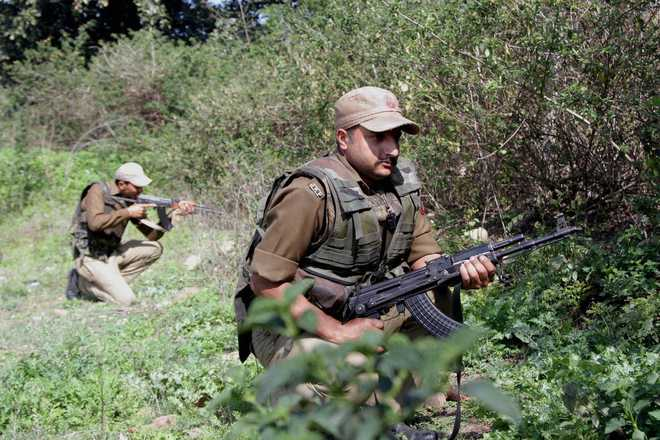 Militant killed, policeman injured in gunfight in Pulwama