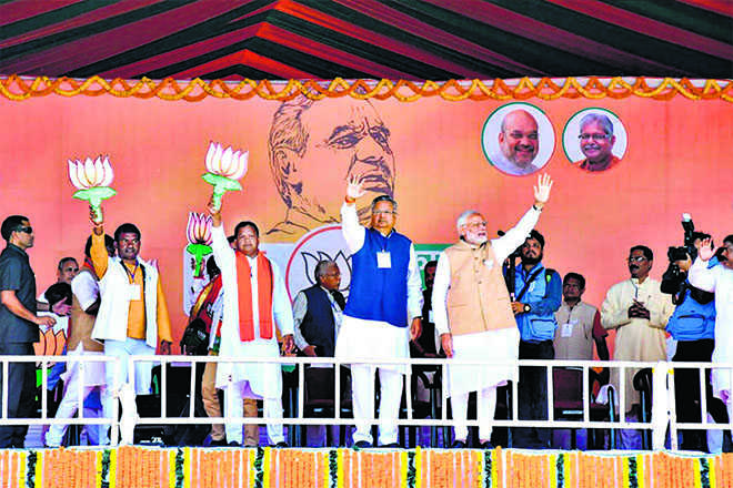 Cong backing urban Maoists: PM
