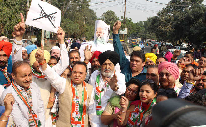 Cong leaders hold protest on note ban anniversary