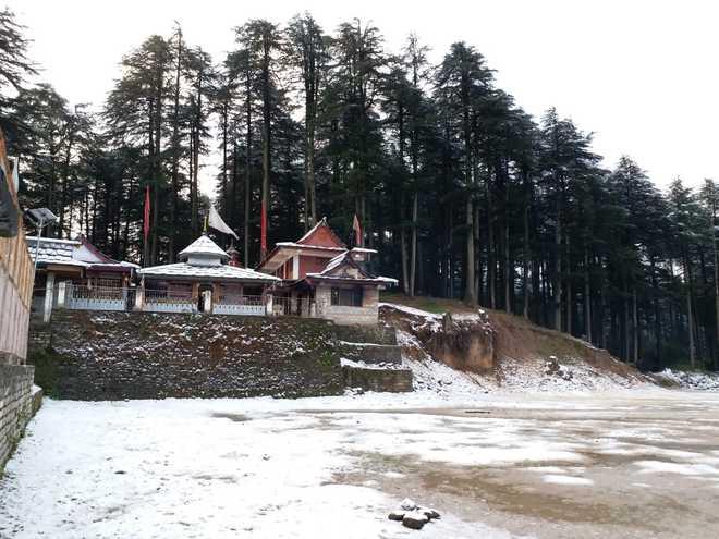 Season's first snow at Narkanda, Kharapathar
