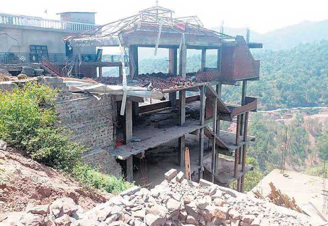 SC stays regularisation of illegal structures in Kasauli