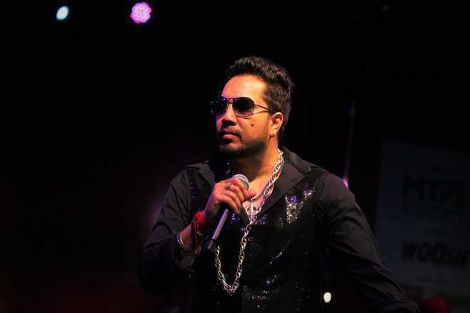 Singer Mika Singh detained in Dubai over 'sexual misconduct'