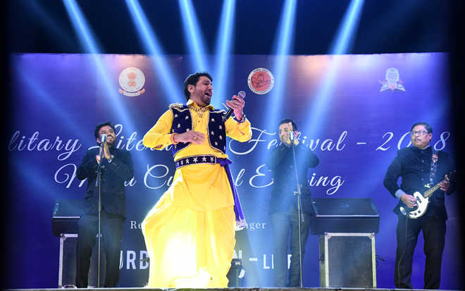 Mesmerising melodious spell by Gurdas Maan at lit festival