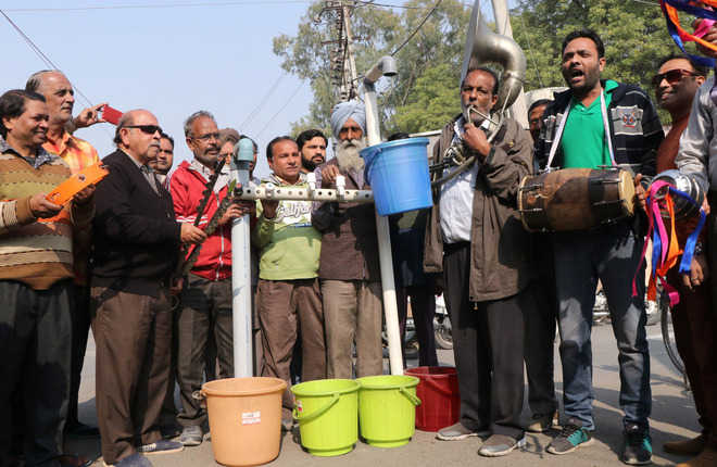 Residents up in arms over acute water shortage, stage protest