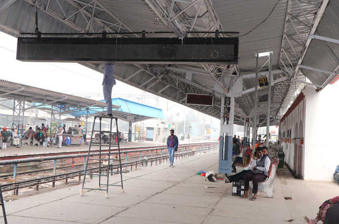 Display boards blink, rail passengers face problems