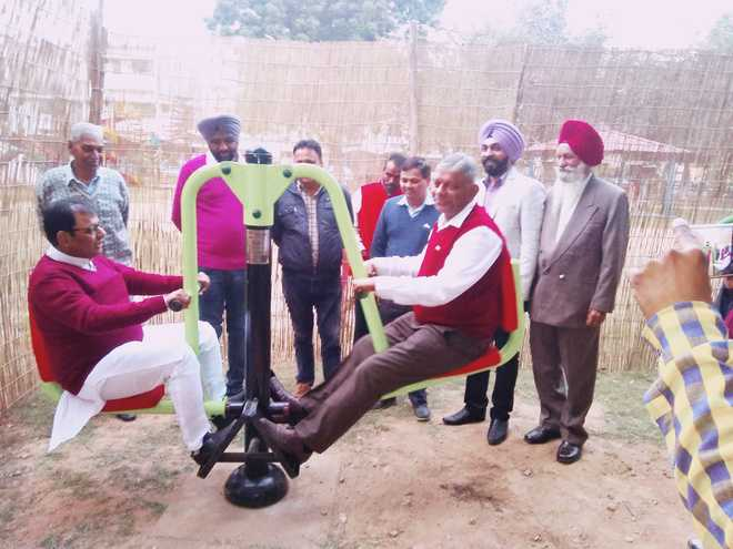 City Mayor inaugurates open-air gym in Sec 33