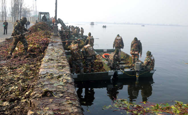 To save Dal, Army begins clean-up ops