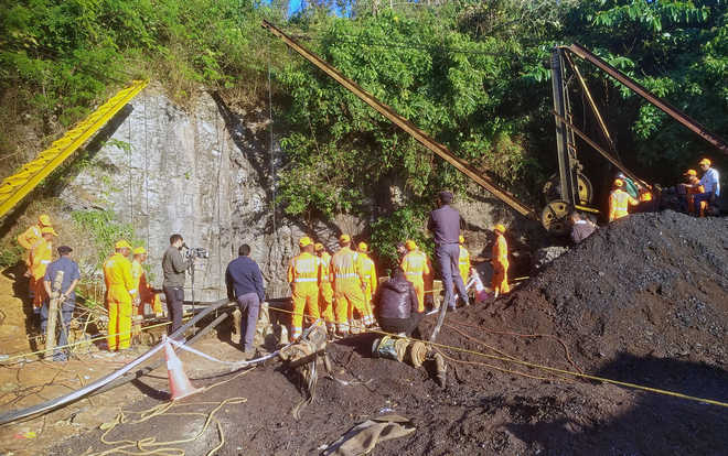 Rescuers reach Meghalaya mine site; IAF, Coal India teams to reach on Friday