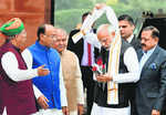 LS, RS pay tributes to Vajpayee