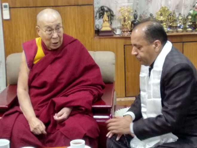 Himachal CM calls on Dalai Lama to seek blessings
