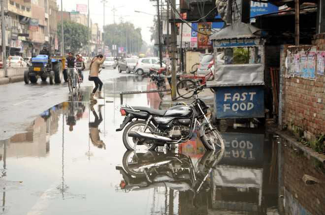 Mercury dips as intermittent showers lash city
