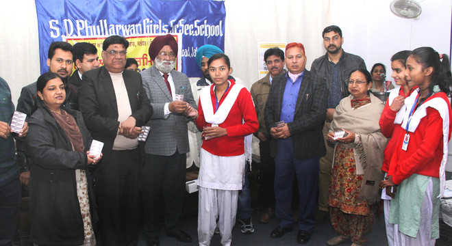 Over 3 lakh students given Albendazole tablets in city