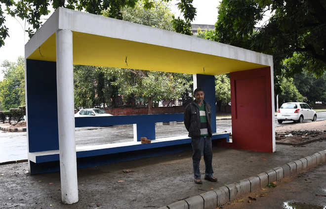 Model of new city bus queue shelter ready