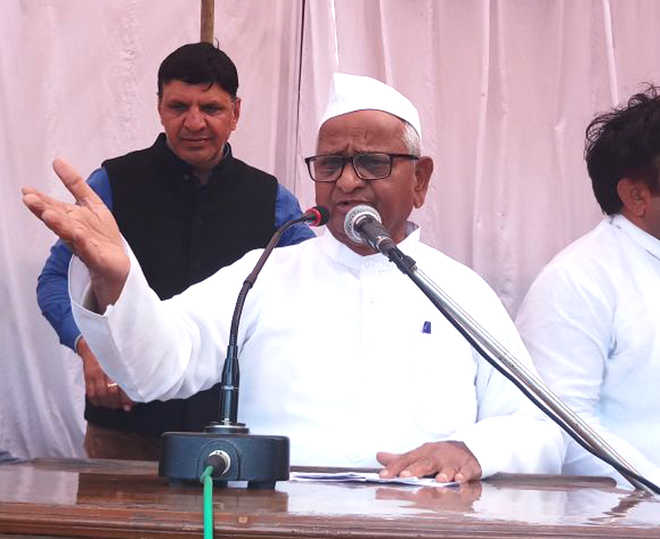 Anna demands Rs 5,000 pension for farmers