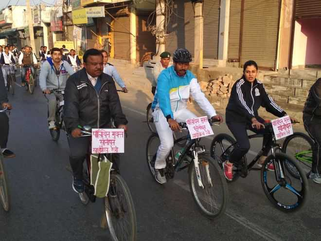 Cycle rally against use of polythene