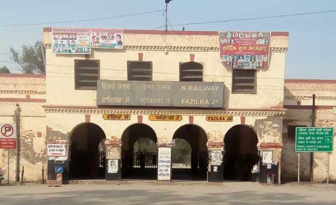 Residents seek washing line at Fazilka rly station