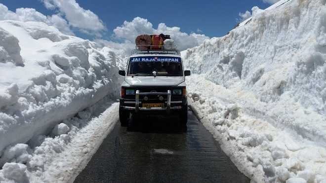 BRO awaits dry weather to clear Leh road of snow