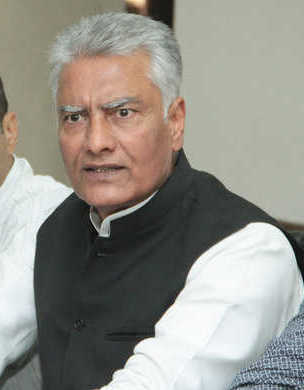 Classic case of pot calling kettle black: Jakhar on Sukhbir's mining allegations
