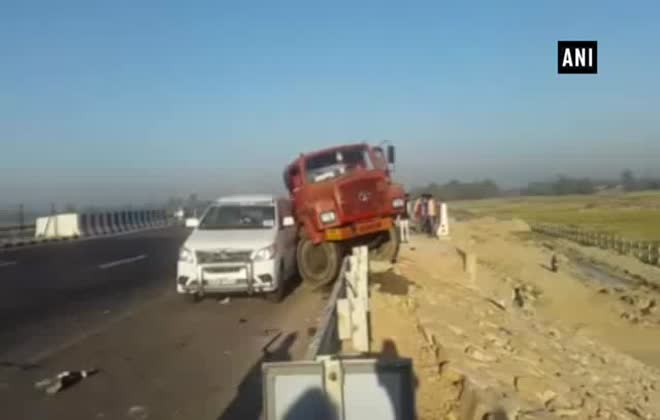 Car accident leaves 2 dead on Agra-Lucknow Expressway