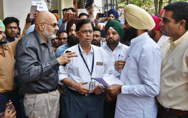 Sans salary for months, Sewa Kendra staff hold protest