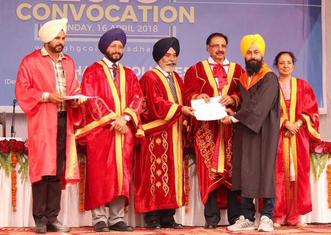 962 given degrees at GHG Khalsa College