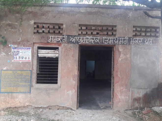Basic facilities elude ayurvedic dispensary at  Mukandpur