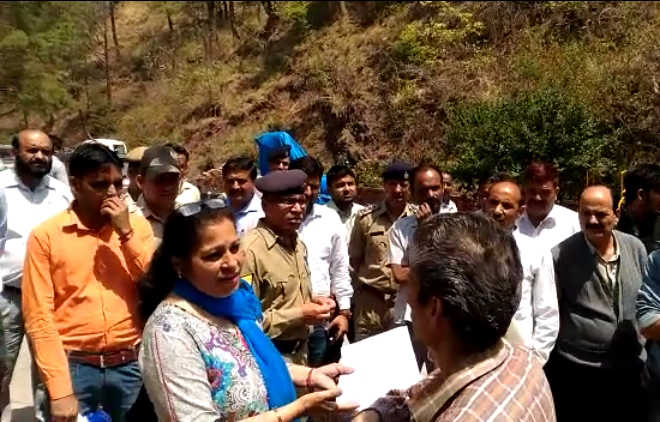 Bullet kills woman official in Kasauli demolition drive scuffle