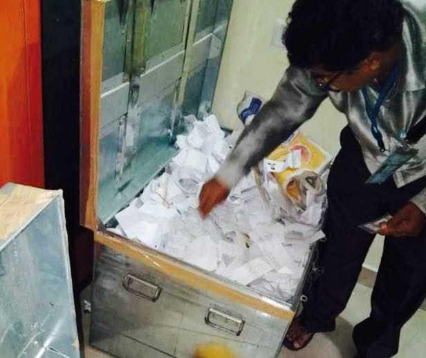 'Fake' voter I-card row hits Karnataka days ahead of poll