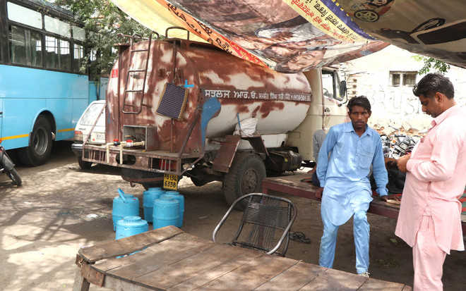 Tanker owner illegally selling potable water at bus stand