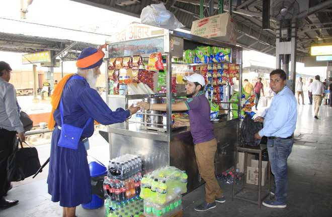 Food vendors rue ban on cylinders at railway station