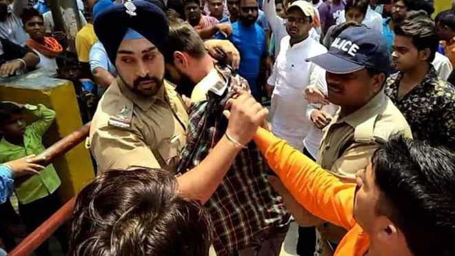 Sikh cop saves Muslim youth from mob in Uttarakhand