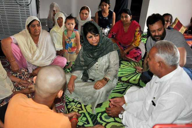 CM reaches out to border residents